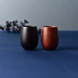 Duo de tasses rouges et noires