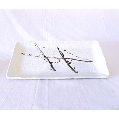 Plat à sushi japonais blanc et calligraphie